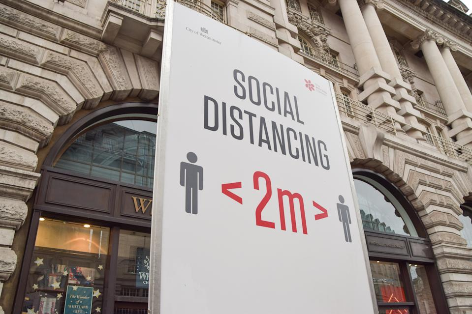 LONDON, UNITED KINGDOM - 2021/01/05: A social distancing sign seen on Regent street in London. The government has issued a 'stay at home' order as the third national lockdown takes hold in England. (Photo by Vuk Valcic/SOPA Images/LightRocket via Getty Images)