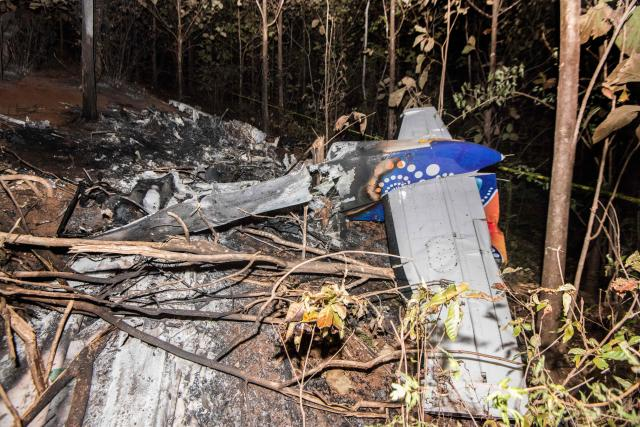 <p>The tail of the burned fuselage of a small plane that crashed is seen in Guanacaste, Corozalito, Costa Rica on December 31, 2017. (Photo: Ezequiel Becerra/AFP/Getty Images) </p>