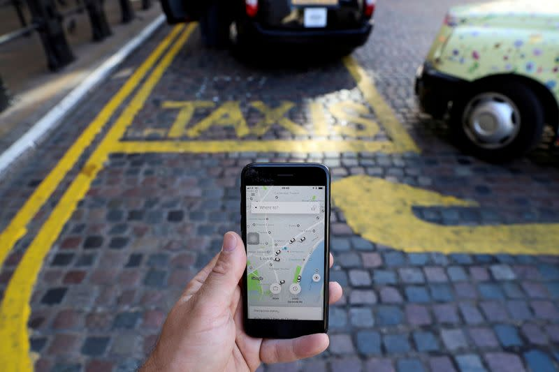 Uber submits appeal to regain London taxi license