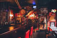 "<p> Pretend you're at your local dive bar with this familiar backdrop. </p> <p> <a href=""http://media1.popsugar-assets.com/files/2021/02/12/033/n/1922507/a4c68c8537ff4b8d_theme-photos-kPHYuzqoaz0-unsplash/i/st-patricks-day-zoom-backgrounds.jpg"" class=""link rapid-noclick-resp"" rel=""nofollow noopener"" target=""_blank"" data-ylk=""slk:Download this Zoom background image here."">Download this Zoom background image here.</a> </p>"