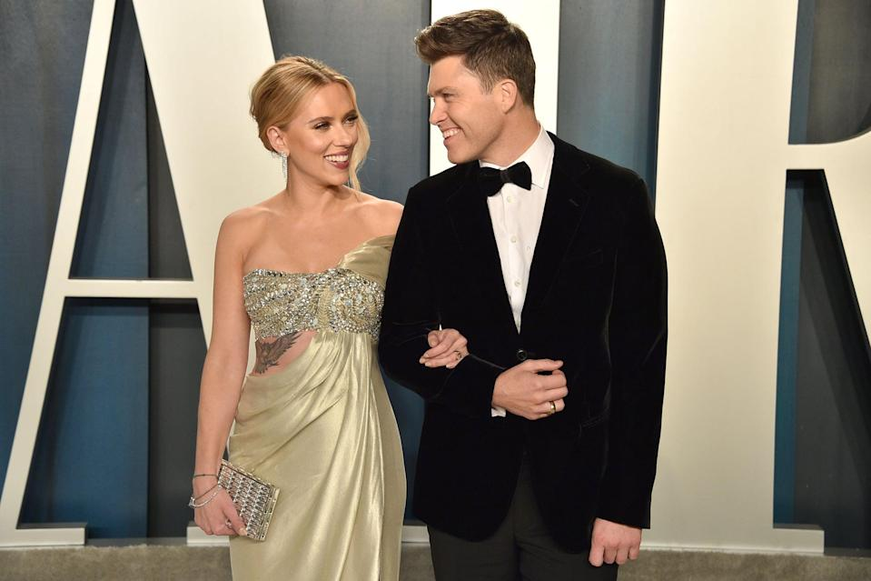 BEVERLY HILLS, CALIFORNIA - FEBRUARY 09: Scarlett Johansson and Colin Jost attend the 2020 Vanity Fair Oscar Party at Wallis Annenberg Center for the Performing Arts on February 09, 2020 in Beverly Hills, California. (Photo by David Crotty/Patrick McMullan via Getty Images)