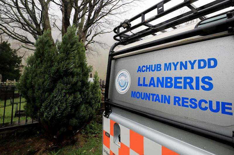 Five dead: a mountain rescue vehicle in the search for victims
