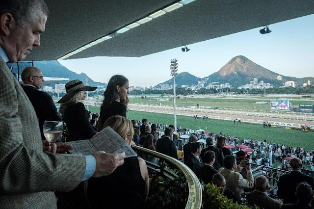 Exclusive members of the Jockey Club hippodrome watch the horses go to the starting position for the Grande Premio Brasil, Brazil's biggest horse race of the year, in Rio de Janeiro (AFP Photo/Yasuyoshi CHIBA)