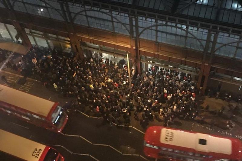 Crowds queuing outside of the station because of the huge numbers inside. (Sergi Mulero)