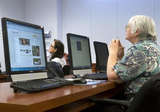Waitress Renita Rhynes (L), 53, and Jinny Hanson, 64, a former postal worker, attend a basic computer class at the Foundation for an Independent Tomorrow (FIT) workforce development center in Las Vegas, October 20, 2011.