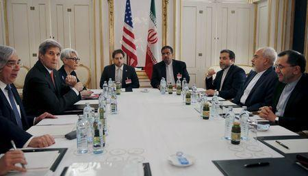 U.S. Secretary of Energy Ernest Moniz, U.S. Secretary of State John Kerry and U.S. Under Secretary for Political Affairs Wendy Sherman (L-3rd L) meet with Iranian Foreign Minister Mohammad Javad Zarif (2nd R) at a hotel in Vienna, Austria June 28, 2015. REUTERS/Carlos Barria