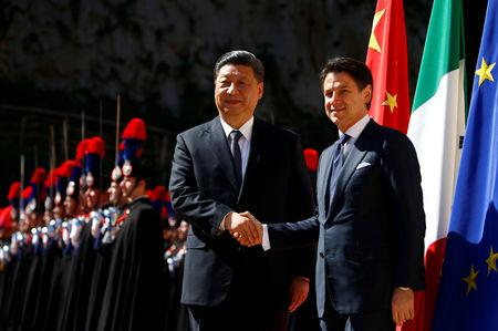 Chinese President Xi Jinping shakes hands with Italian Prime Minister Giuseppe Conte as he arrives at Villa Madama in Rome, Italy March 23, 2019. REUTERS/Yara Nardi