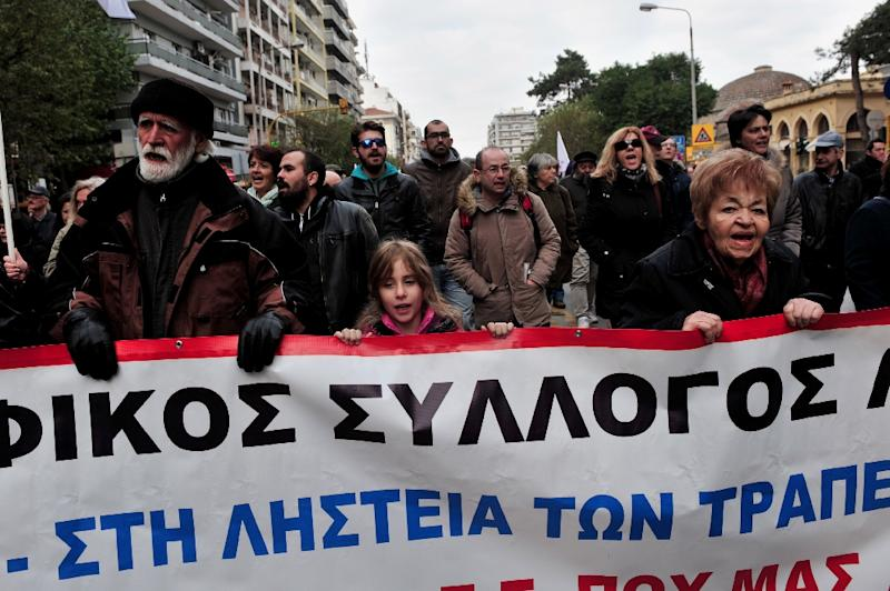 People take part in a rally marking the start of 24-hour general strike in Thessaloniki on December 8, 2016 in protest over planned new pay cuts and taxes called for by international creditors (AFP Photo/SAKIS MITROLIDIS)