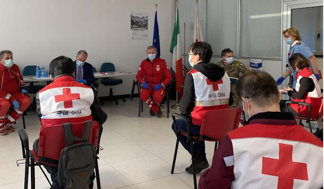 Chinese medical experts discuss the coronavirus with doctors and Red Cross workers in Padua, Italy. Photo: Xinhua