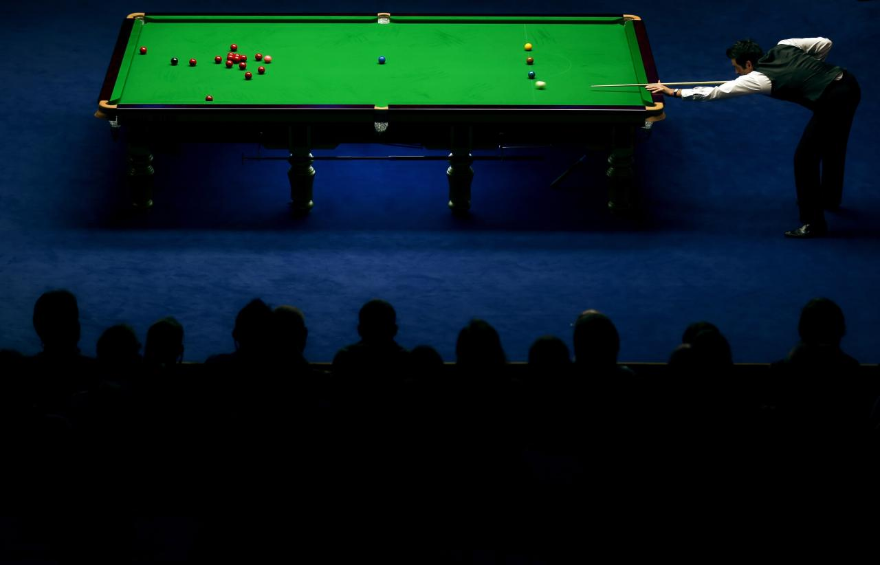 SHEFFIELD, ENGLAND - MAY 06:  Ronnie O'Sullivan of England in action against Barry Hawkins of England during the final of the Betfair World Snooker Championship at the Crucible Theatre on May 6, 2013 in Sheffield, England.  (Photo by Warren Little/Getty Images)