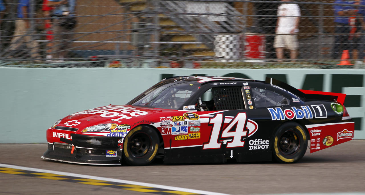 Tony Stewart drives during the NASCAR Sprint Cup Series auto race at Homestead-Miami Speedway in Homestead, Fla., Sunday, Nov. 20, 2011. (AP Photo/Terry Renna)