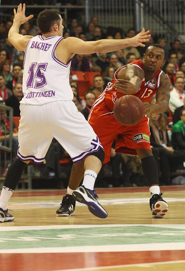 MUNICH, GERMANY - FEBRUARY 05: Je'kel Foster (R) of Bayern Muenchen throws the ball past Matt Bauscher of Goettingen during the Basketball Bundesliga match between FC Bayern Muenchen and BG Goettingen on February 5, 2012 in Munich, Germany. (Photo by Alexandra Beier/Bongarts/Getty Images)