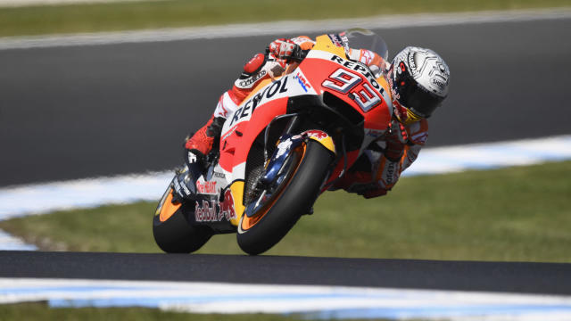Marc Marquez left it late to clinch pole at the Australian Grand Prix, with Andrea Dovizioso to start 11th at Phillip Island.