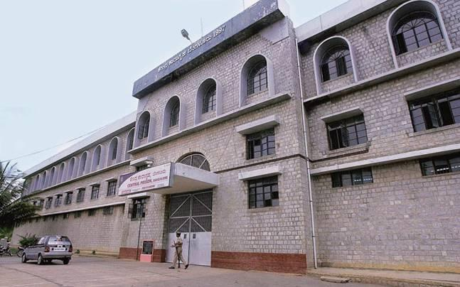 Jail rules continue to be flouted at Parapanna Agrahara Central Prison in Bengaluru with high-profile convicts being treated like VIPs and common prisoners being deprived of even basic amenities.