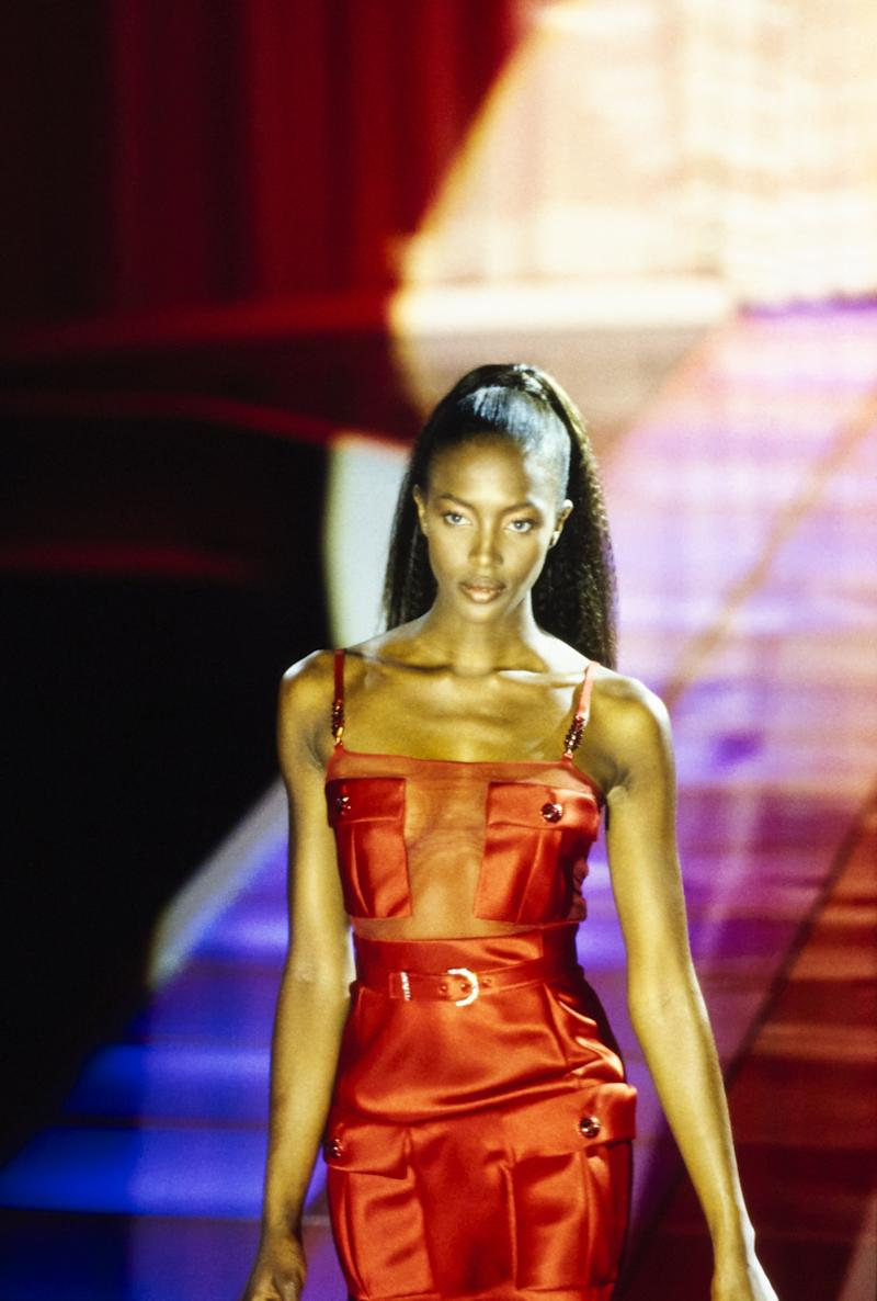 Naomi Campbell walks the runway of the Versace fall/winter 1996 show by Gianni Versace in 1996. Photo courtesy of Getty Images.