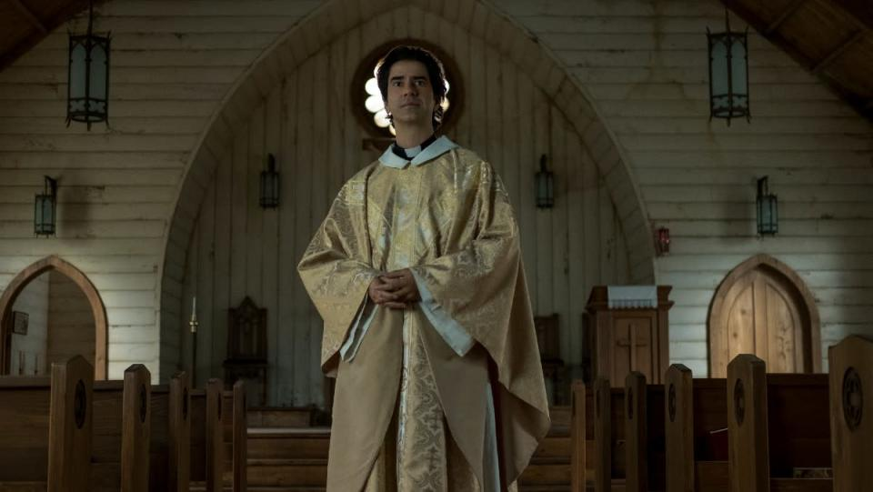 Hamish Linklater as Father Paul stands before his congregation in Netflix's Midnight Mass.