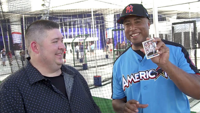 5-time MLB All-Star Bernie Williams joins Mike Oz of Big League Stew to open a pack of 1992 Topps baseball cards.