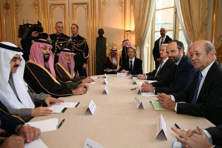 French Prime Minister Edouard Philippe (2ndR), flanked by French Minister of Europe and Foreign Affairs Jean-Yves Le Drian, attends a meeting with Saudi Arabia's Crown Prince Mohammed bin Salman upon his arrival at the Hotel de Matignon in Paris, France, April 9, 2018.  Eric Feferberg/Pool via Reuters