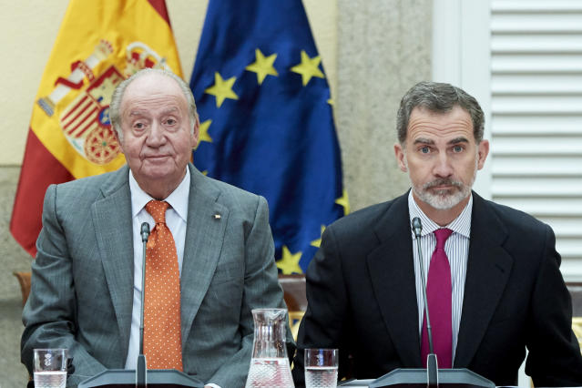 MADRID, SPAIN - MAY 14: King Felipe VI of Spain (R) and King Juan Carlos (L) attend a meeting with COTEC Foundation at the Royal Palace on May 14, 2019 in Madrid, Spain. (Photo by Carlos Alvarez/Getty Images)