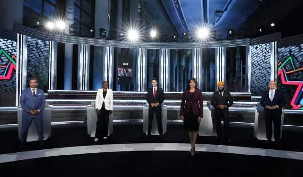 Moderator Shachi Kurl, president of the Angus Reid Institute, front, joins Bloc Quebecois Leader Yves-Francois Blanchet, back left to right, Green Party Leader Annamie Paul, Liberal Leader Justin Trudeau, NDP Leader Jagmeet Singh, and Conservative Leader Erin O'Toole as they pose for an official photo before the federal election English-language Leaders debate in Gatineau, Que., on Thursday, Sept. 9, 2021. (Sean Kilpatrick/The Canadian Press - image credit)