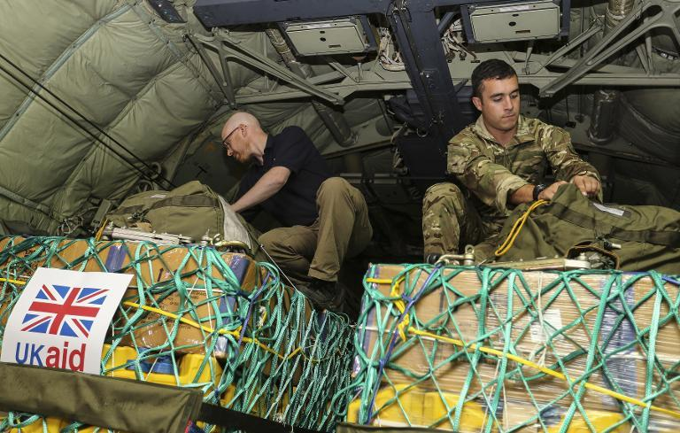 Picture released by the British Ministry of Defence (MOD) on August 10, 2014 shows soldiers checking aid loaded onto a transport plane at RAF Brize Norton, northwest of London, on August 8, 2014 to be airlifted to civilians in northern Iraq (AFP Photo/Cpl Neil Bryden)