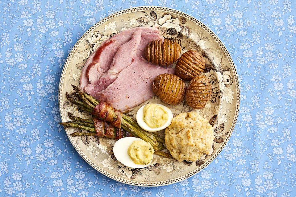 """<p>If you love creating delicious dinner menus every time a holiday rolls around, then you probably adore Easter. After all, there are so many classic Easter recipes to choose from! Like Ree Drummond, you might opt for an elaborate <a href=""""https://www.thepioneerwoman.com/food-cooking/meals-menus/g35213312/easter-brunch-ideas/"""" rel=""""nofollow noopener"""" target=""""_blank"""" data-ylk=""""slk:Easter brunch"""" class=""""link rapid-noclick-resp"""">Easter brunch</a> that has a wide range of dishes from French toast to honey-glazed ham sliders. Or, stick to the basics and whip up some amazing <a href=""""https://www.thepioneerwoman.com/food-cooking/meals-menus/g35352774/easter-dinner-ideas/"""" rel=""""nofollow noopener"""" target=""""_blank"""" data-ylk=""""slk:Easter dinner recipes"""" class=""""link rapid-noclick-resp"""">Easter dinner recipes</a>! Go for a classic baked ham or shake things up by making Ladd's grilled tenderloin recipe or a flavorful spring-inspired pasta dish. Whichever direction you go in, having plenty of <a href=""""https://www.thepioneerwoman.com/food-cooking/meals-menus/g35408493/easter-desserts/"""" rel=""""nofollow noopener"""" target=""""_blank"""" data-ylk=""""slk:Easter desserts"""" class=""""link rapid-noclick-resp"""">Easter desserts</a> to finish off the meal is an absolute must. What's Easter without a slice of carrot cake and chocolate bunnies galore?</p><p>Check out these best Easter recipes for your apps, sides, main courses, and desserts that will make the most of the season. You'll find dishes perfect for an outdoor bash, such as the pea salad or herbed deviled eggs. And pick from one of the fruity <a href=""""https://www.thepioneerwoman.com/food-cooking/meals-menus/g35367079/easter-cocktails/"""" rel=""""nofollow noopener"""" target=""""_blank"""" data-ylk=""""slk:Easter cocktails"""" class=""""link rapid-noclick-resp"""">Easter cocktails</a> to cheers to the sunny weather ahead! Whether you're cooking for your household or having close family over for a picnic outside, these easy Easter menu ideas are guaranteed to satisfy.</p>"""