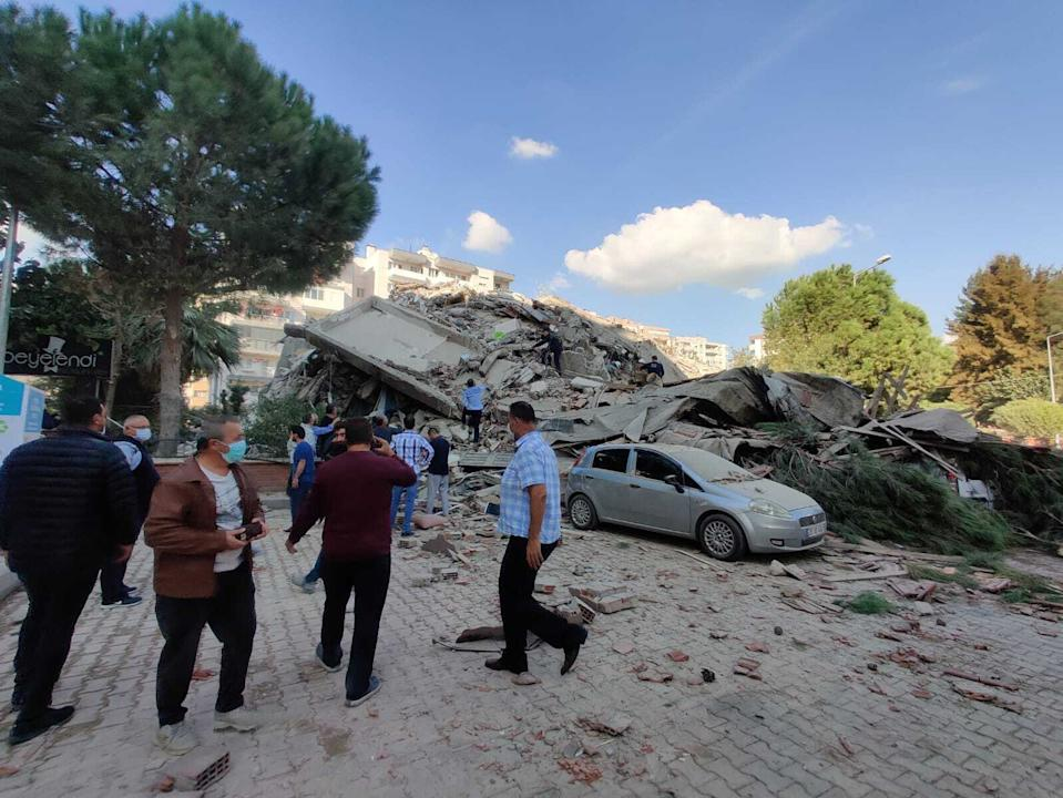 IZMIR, TURKEY - OCTOBER 30: A view of a quake damaged site right after a magnitude 6.6 quake shaking Turkey's Aegean Sea coast, in Izmir, Turkey on October 30, 2020. (Photo by Mehmet Emin Menguarslan/Anadolu Agency via Getty Images)