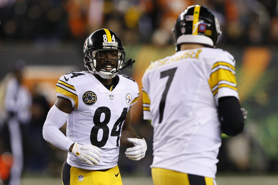Ben Roethlisberger and Antonio Brown are reportedly at odds. (AP)