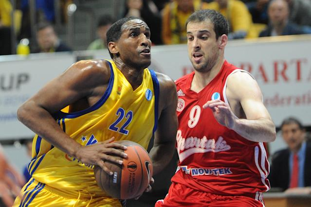 BC Khimki's Thomas Kelati (L) vies with BC Spartak Saint-Petersburg's Yotam Halperin during an Eurocup semi-final basketball match between BC Khimki and BC Spartak Saint-Petersburg in Khimki, outside Moscow, on April 14, 2012. AFP PHOTO / KIRILL KUDRYAVTSEV (Photo credit should read KIRILL KUDRYAVTSEV/AFP/Getty Images)