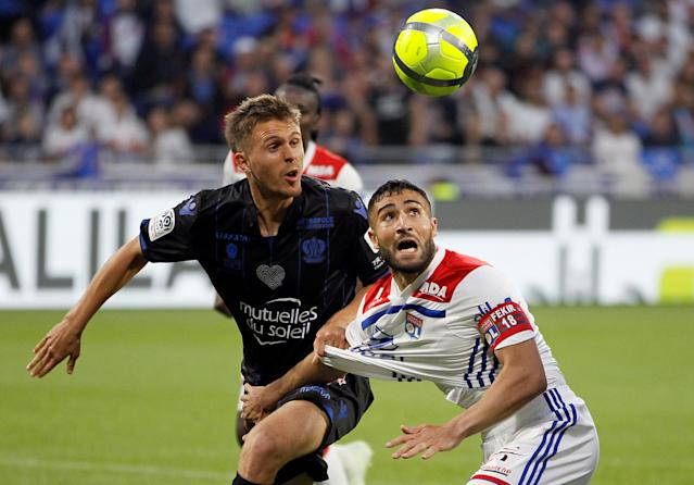 Soccer Football - Ligue 1 - Olympique Lyonnais vs OGC Nice - Groupama Stadium, Lyon, France - May 19, 2018 Lyon's Nabil Fekir in action with Nice's Arnaud Souquet REUTERS/Emmanuel Foudrot