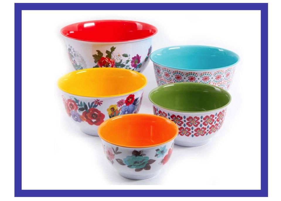 The $24.50 set comes with airtight tops for each bowl—so practical. (Photo: Walmart)