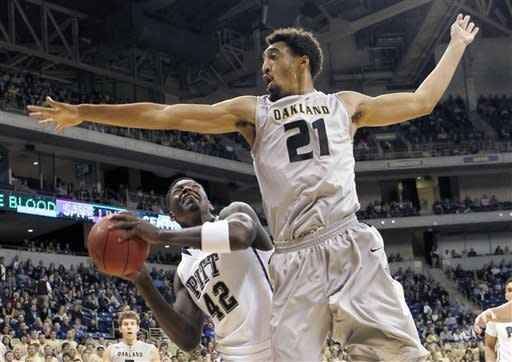 Oakland's Raphael Carter (21) defends as Pittsburgh's Talib Zanna (42) looks to shoot in the first half of the NCAA college basketball game on Saturday, Nov. 17, 2012 in Pittsburgh. (AP Photo/Keith Srakocic)