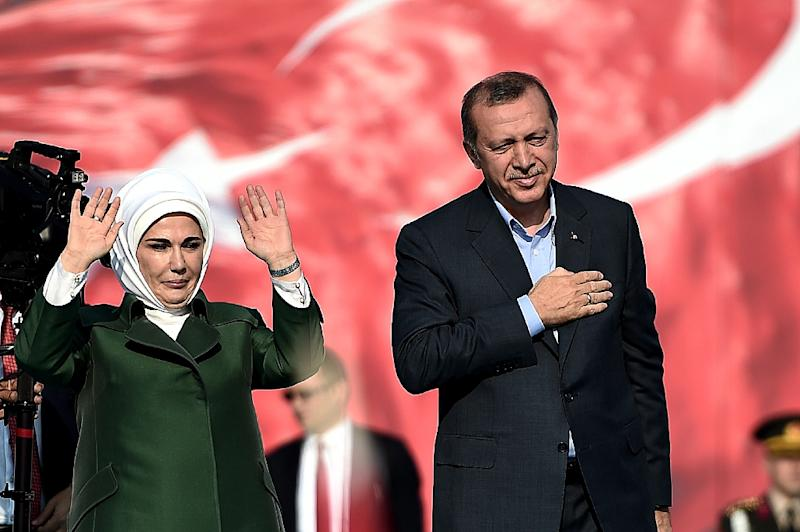 "Turkish President Recep Tayyip Erdogan (R) and his wife Emine Erdogan (L) greet supporters during an ""anti-terorrism"" rally in Istanbul on September 20, 2015 (AFP Photo/Ozan Kose)"