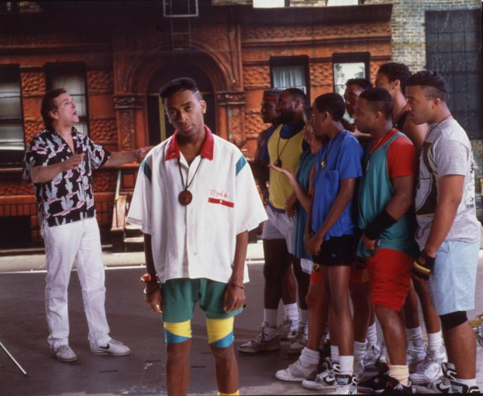"""<h1 class=""""title"""">Lee, Aiello, & Others In 'Do The Right Thing'</h1> <div class=""""caption""""> In addition to directing, Spike Lee (center) stars in <em>Do the Right Thing.</em> </div> <cite class=""""credit"""">Photo: Anthony Barboza/Getty Images</cite>"""