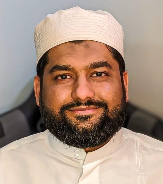 Aarij Anwer, interim imam and Islamic education co-ordinator with the London Muslim Mosque, says getting vaccinated against COVID-19 won't interfere with fasting during Ramadan. (Submitted by Aarij Anwer - image credit)