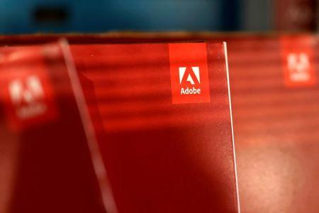 文件照片:在洛杉矶看到Adobe Systems Inc软件盒