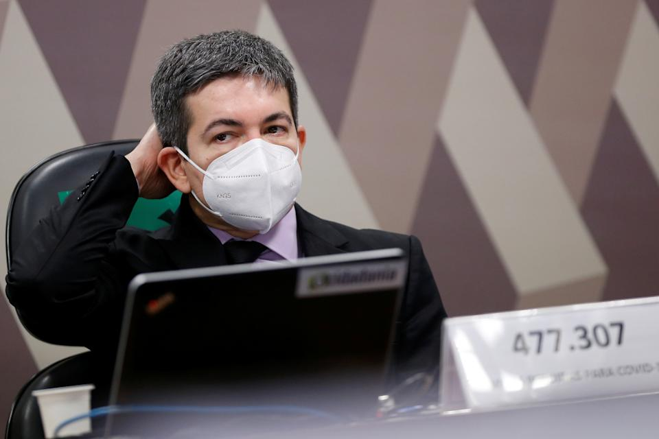 Brazilian Senator Randolfe Rodrigues attends a meeting of the Parliamentary Inquiry Committee (CPI) to investigate government actions and management during the coronavirus disease (COVID-19) pandemic, at the Federal Senate in Brasilia, Brazil June 9, 2021. REUTERS/Adriano Machado