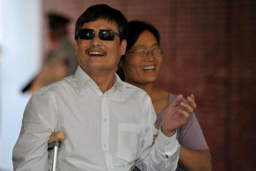 Blind Chinese activist Chen Guangcheng ( L) and his wife Yuan Weijing