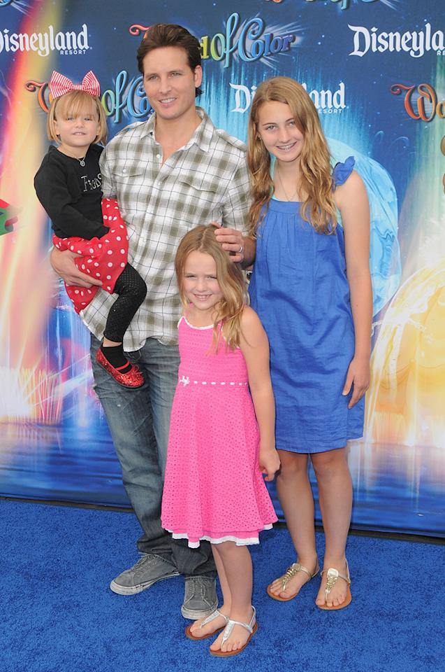 """Twilight"" cutie Peter Facinelli brought along his adorable daughters Luca Bella, Lola Ray, and Fiona Eve. The girls' mom is ""Beverly Hills 90210"" alum Jennie Garth. Jordan Strauss/<a href=""http://www.wireimage.com"" target=""new"">WireImage.com</a> - June 10, 2010"