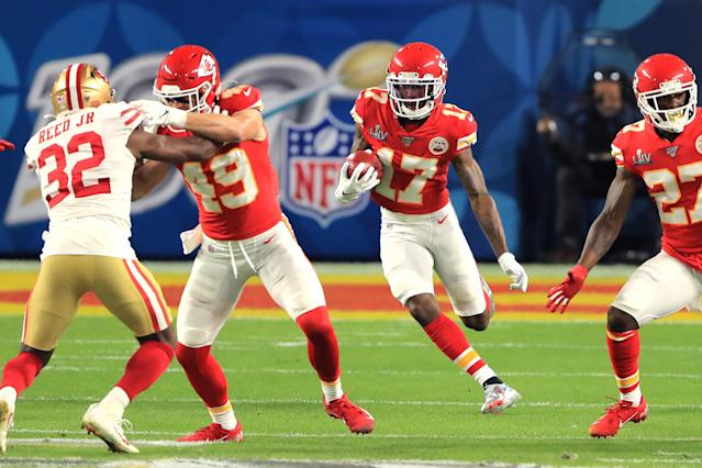 """MIAMI, FLORIDA - FEBRUARY 02: <a class=""""link rapid-noclick-resp"""" href=""""/nfl/players/31888/"""" data-ylk=""""slk:Mecole Hardman"""">Mecole Hardman</a> #17 of the <a class=""""link rapid-noclick-resp"""" href=""""/nfl/teams/kansas-city/"""" data-ylk=""""slk:Kansas City Chiefs"""">Kansas City Chiefs</a> runs with the ball on the opening kick-off against the <a class=""""link rapid-noclick-resp"""" href=""""/nfl/teams/san-francisco/"""" data-ylk=""""slk:San Francisco 49ers"""">San Francisco 49ers</a> in Super Bowl LIV at Hard Rock Stadium on February 02, 2020 in Miami, Florida. (Photo by Sam Greenwood/Getty Images)"""