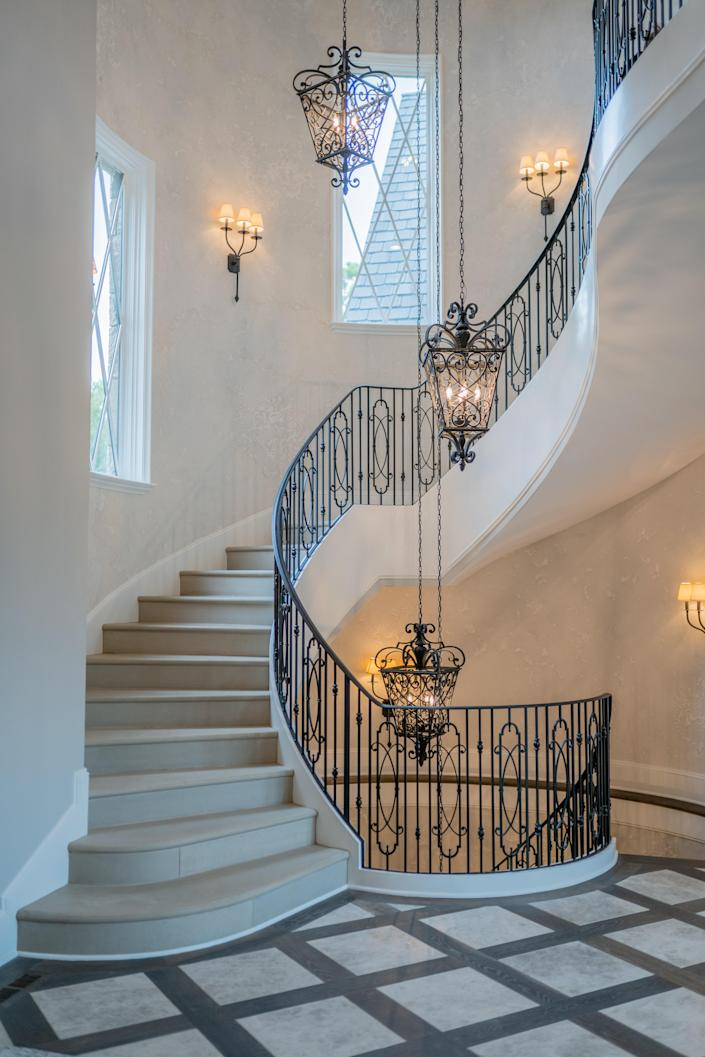 """<div class=""""caption""""> The front stairs where Culpo posed for an Instagram picture. </div> <cite class=""""credit"""">Photo: Cameron Glenn</cite>"""