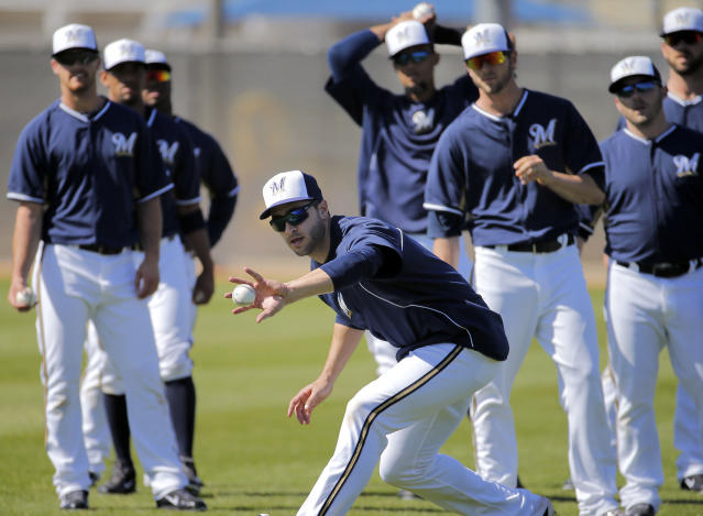 Milwaukee Brewers outfielder Ryan Braun makes a bare hand catch during spring training baseball practice, Monday, Feb. 24, 2014, in Phoenix. (AP Photo/Matt York)
