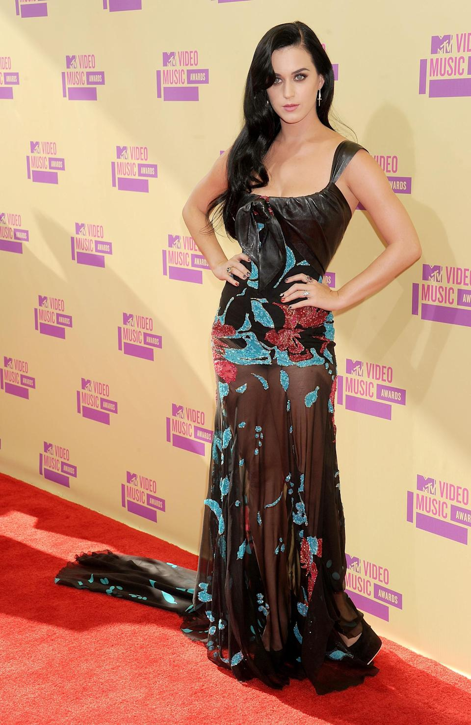 Katy Perry can wear veritably anything: be it beauty or fashion. She was subdued here, in a sheer and romantic printed Elie Saab gown.