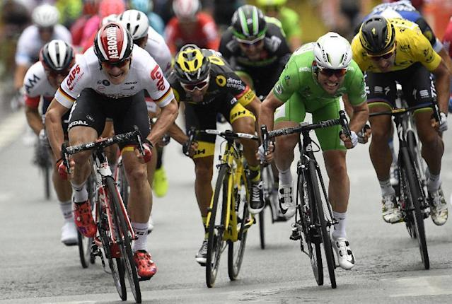 Mark Cavendish crosses the finish line ahead of Andre Greipel during the third stage of the Tour de France. (AFP Photo/LIONEL BONAVENTURE)