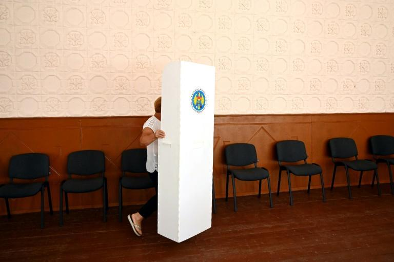 An election worker sets up a voting booth in the Moldovan village of Valea-Trestieni, north of Chisinau