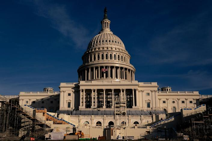 Workers prepare US Captiol for inauguration day (Getty Images)