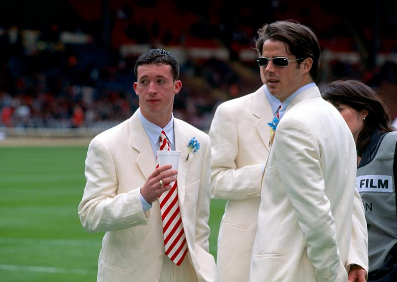 Robbe Fowler and Jamie Redknapp in their suits before kick off. (Photo by Mark Leech/Getty Images)