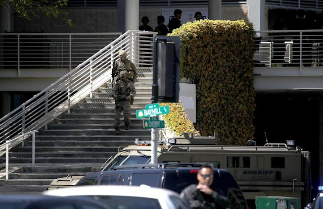 <p>Police in tactical gear walk outside of the YouTube headquarters on April 3, 2018 in San Bruno, Calif. (Photo: Justin Sullivan/Getty Images) </p>