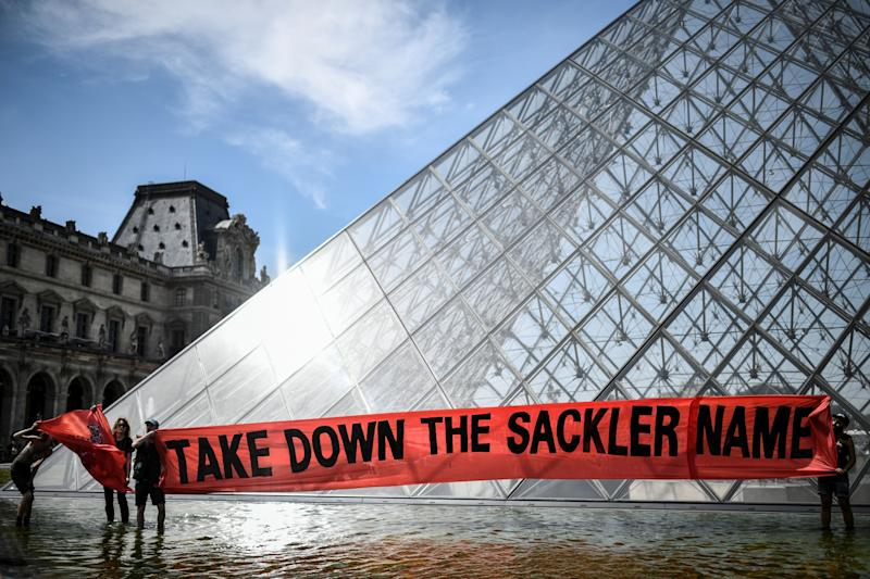 A protest outside the Louvre on July 1 condemned its ties with the Sackler family. The billionaire donors' highly addictive painkiller has been blamed for tens of thousands of deaths. (Photo: STEPHANE DE SAKUTIN via Getty Images)