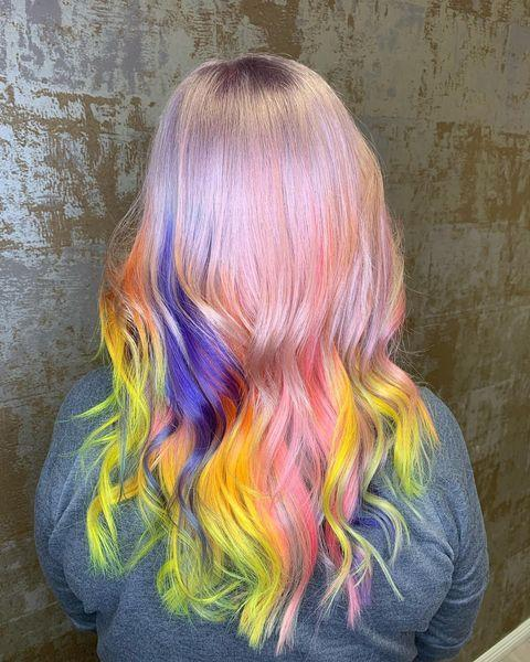 """<p>Capelli con radice naturale e tinta sul balayage colorato.</p><p><a href=""""https://www.instagram.com/p/CMSIxfUH6ko/"""" rel=""""nofollow noopener"""" target=""""_blank"""" data-ylk=""""slk:See the original post on Instagram"""" class=""""link rapid-noclick-resp"""">See the original post on Instagram</a></p>"""